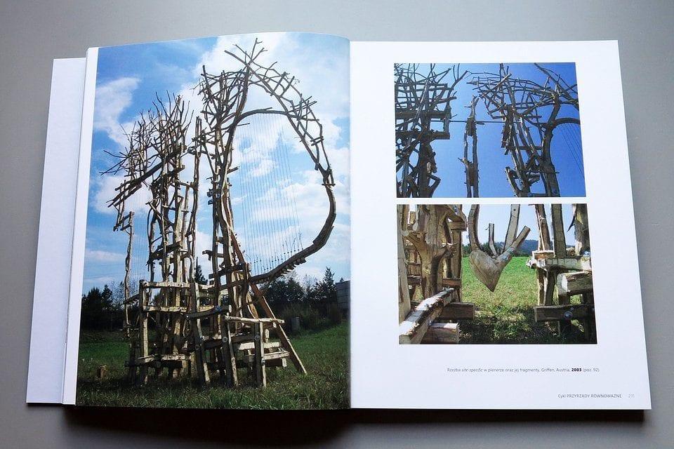 Monografia polskiej rzeźbiarki Ludwiki Ogorzelec wydana przez Wrocławskie Muzeum Architektury