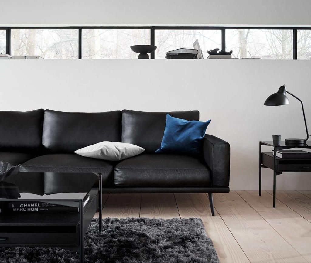 Czarna sofa od BoConcept
