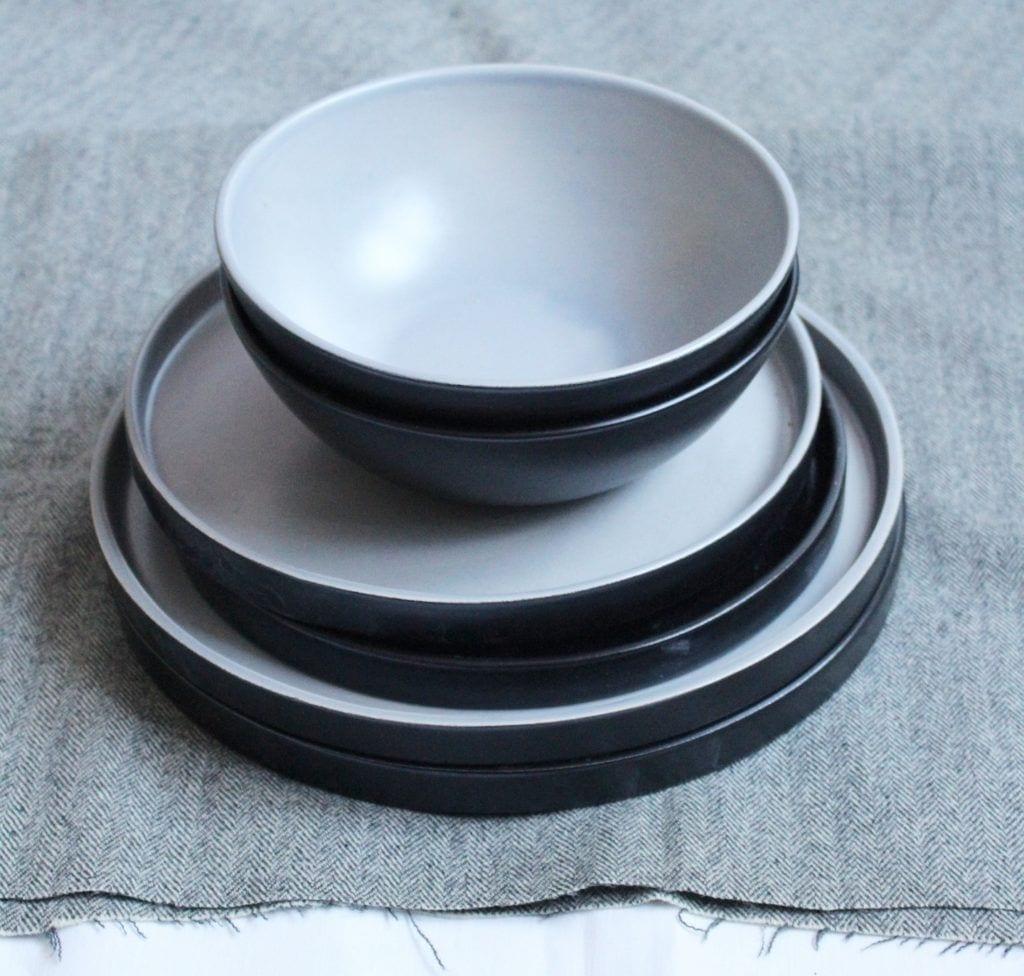 Biało-czarne talerze i miski od M2K ceramika
