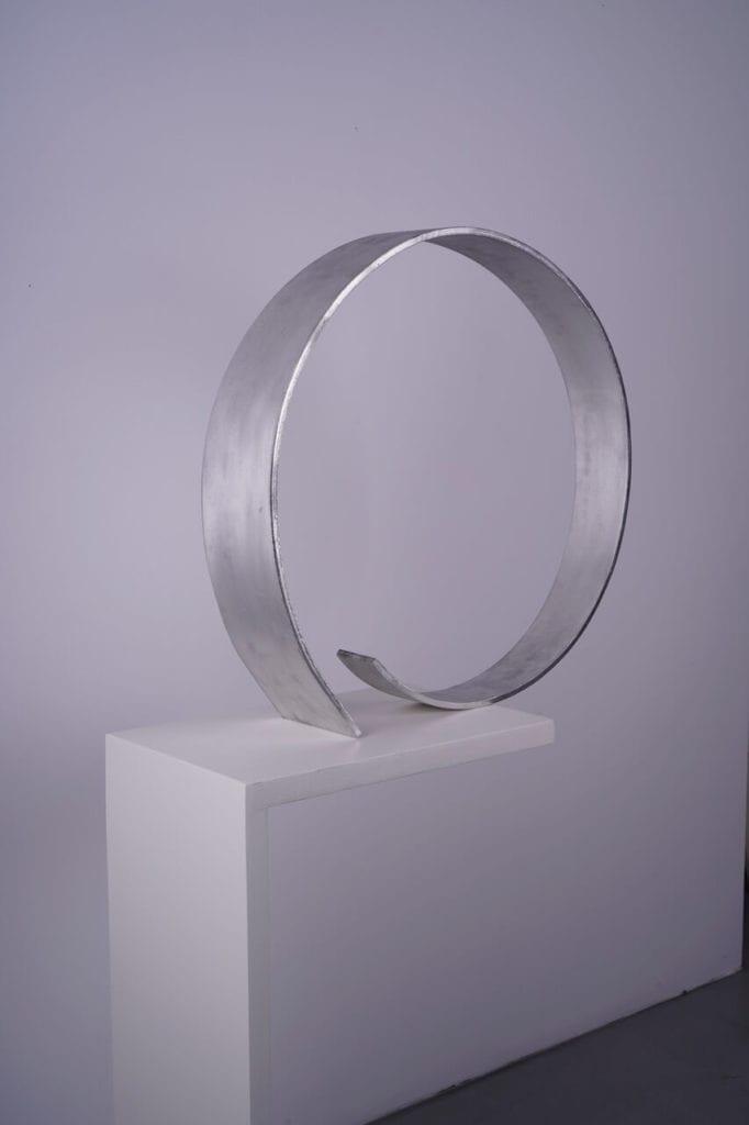 Magdalena Więcek, Bez tytułu, 1976, aluminium, 62x65x14 cm, dzięki uprzejmości Galerii Olszewski