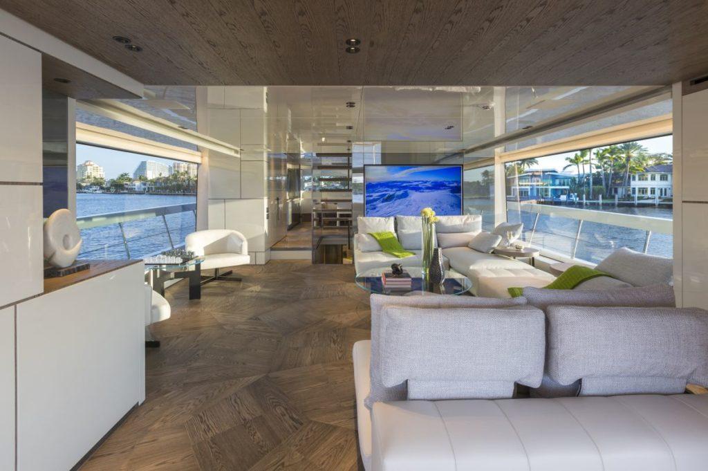 Duży salon na podkładzie jachtu San Lorenzo