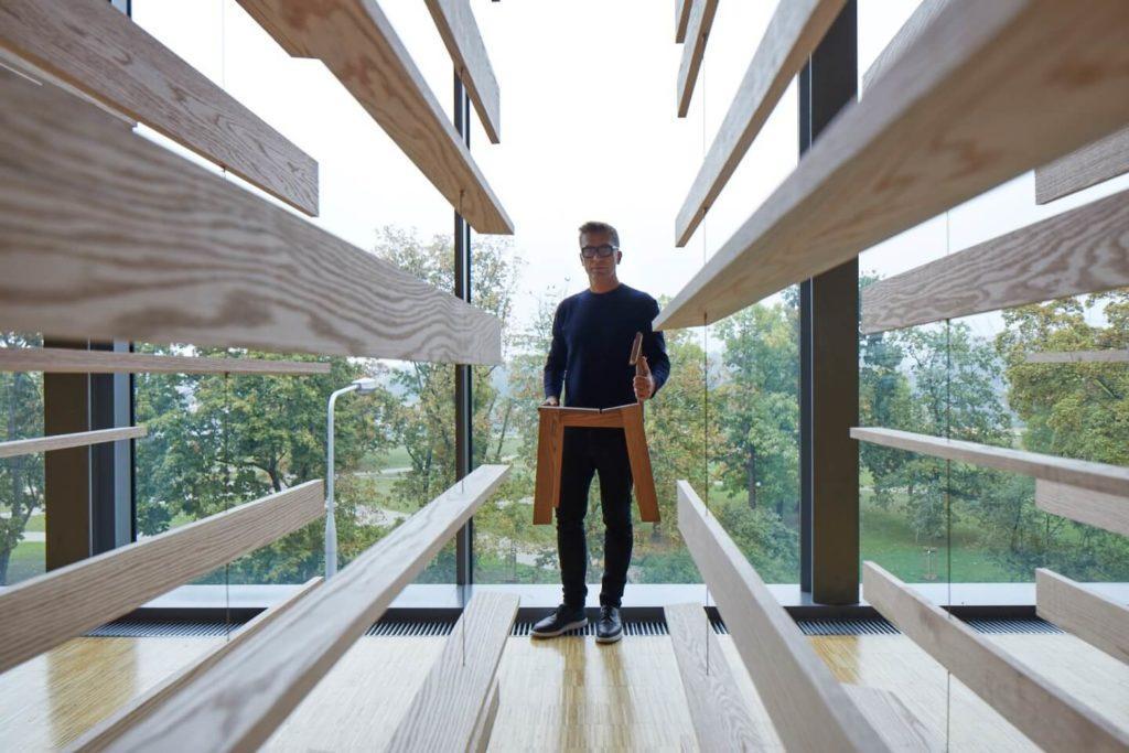 Tomka Rygalika i Swallows Tail Furniture
