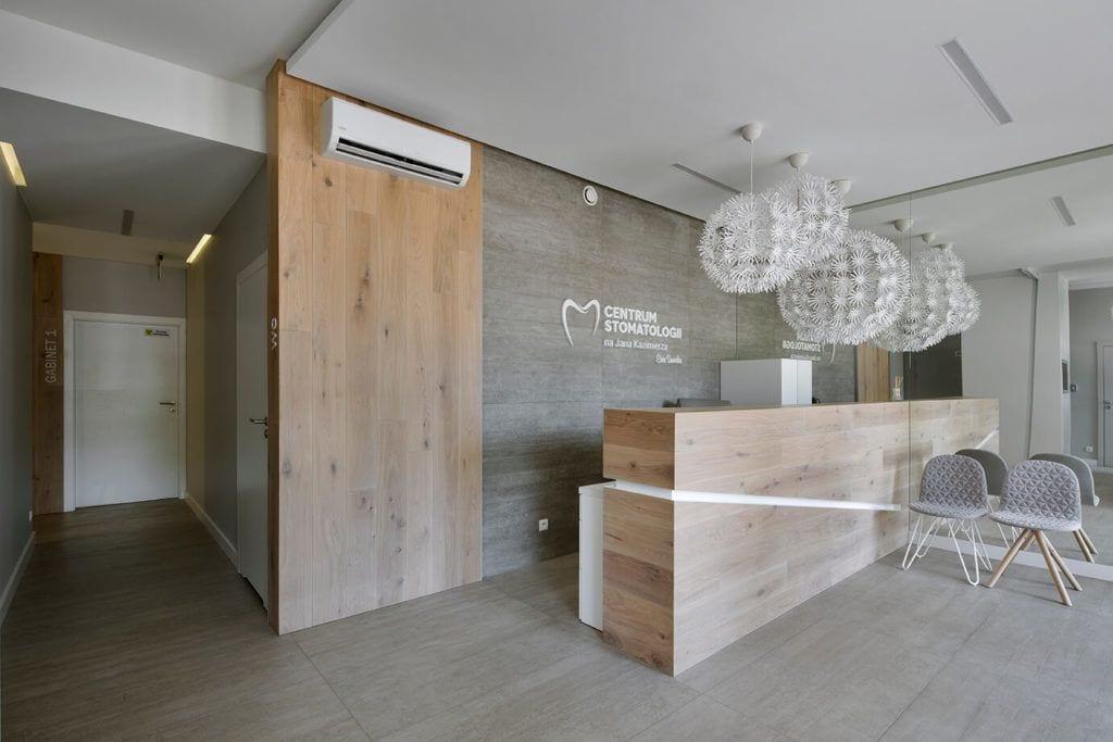 Stół na recepcji - projekt Agata Frątczak Marta Drzymała biuro architektoniczne MADAMA