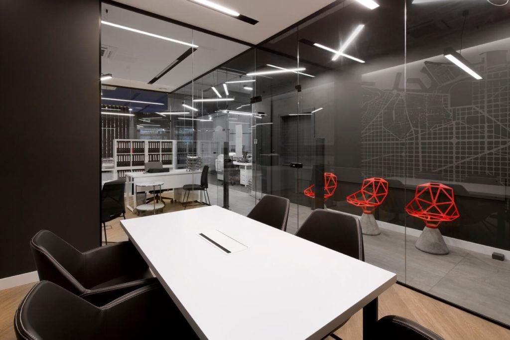 Stół w pracowni projektu Agata Frątczak Marta Drzymała biuro architektoniczne MADAMA