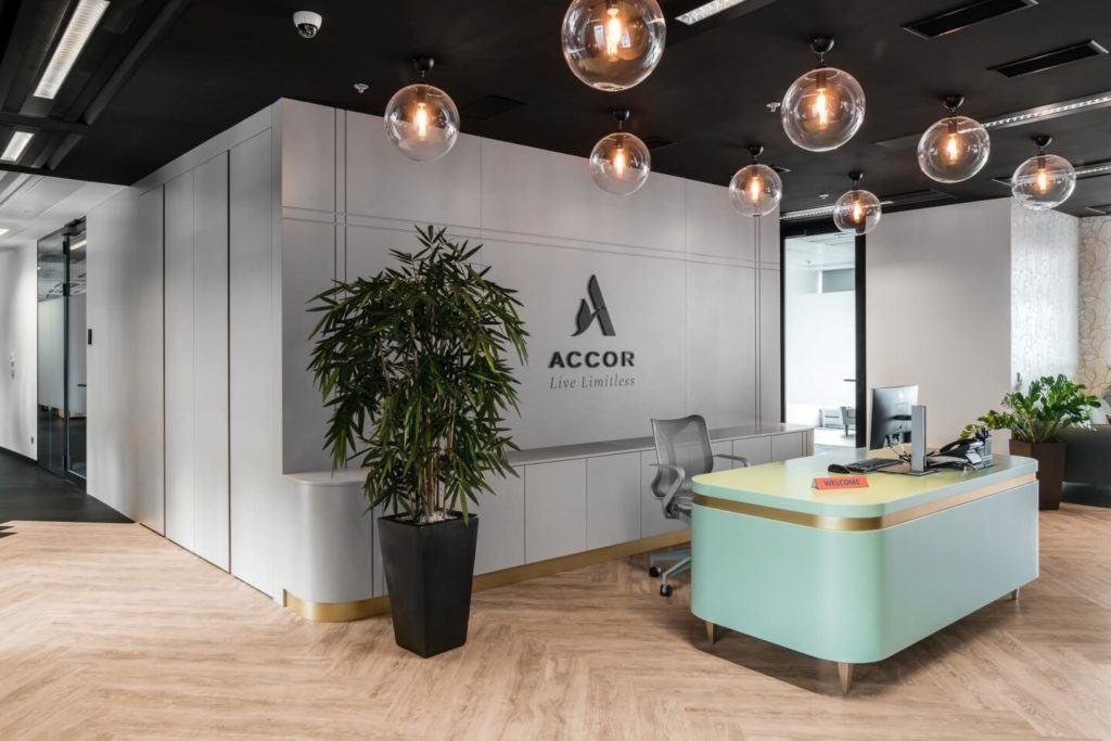 Poczekalnia w warszawskim biurze Accor i Orbis