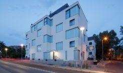 Apartamentowce Złota 19 – funkcjonalna abstrakcja