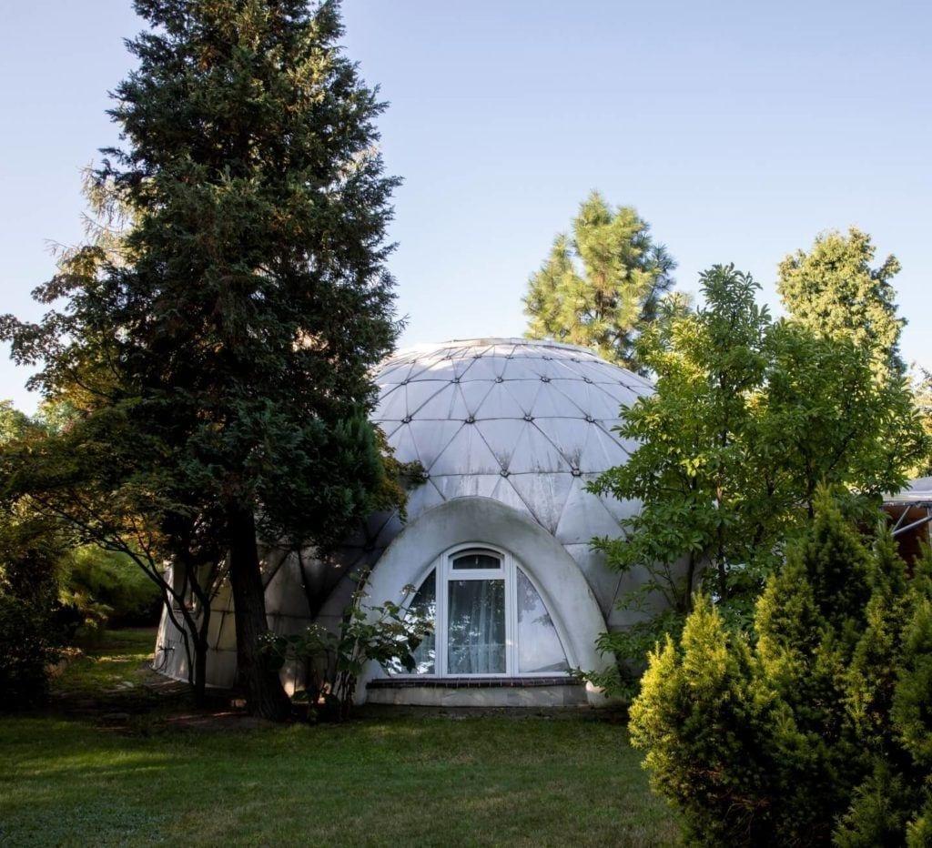 Dom-igloo, widok od strony ogrodu, Projekt Witold Lipiński,Fot. Anna Morgowicz