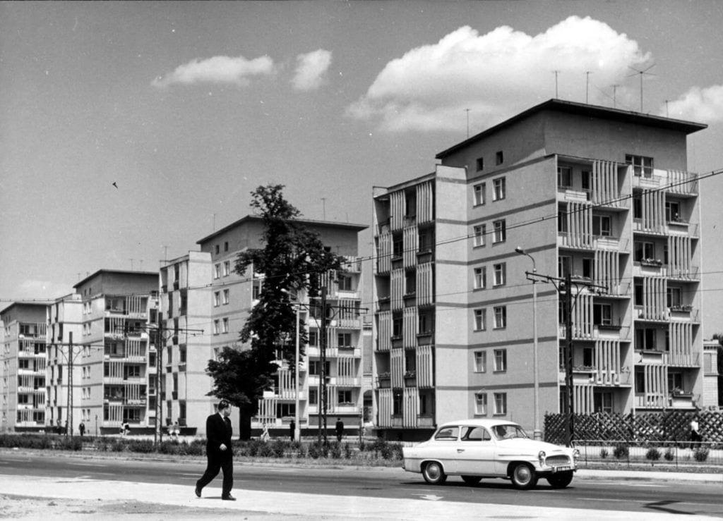 """Punktowce zwane Czworaczkami"""" przy ul. K. Świerczewskiego (dziś ul. J. Piłsudskiego), Fot. Tomasz Olszewski"""
