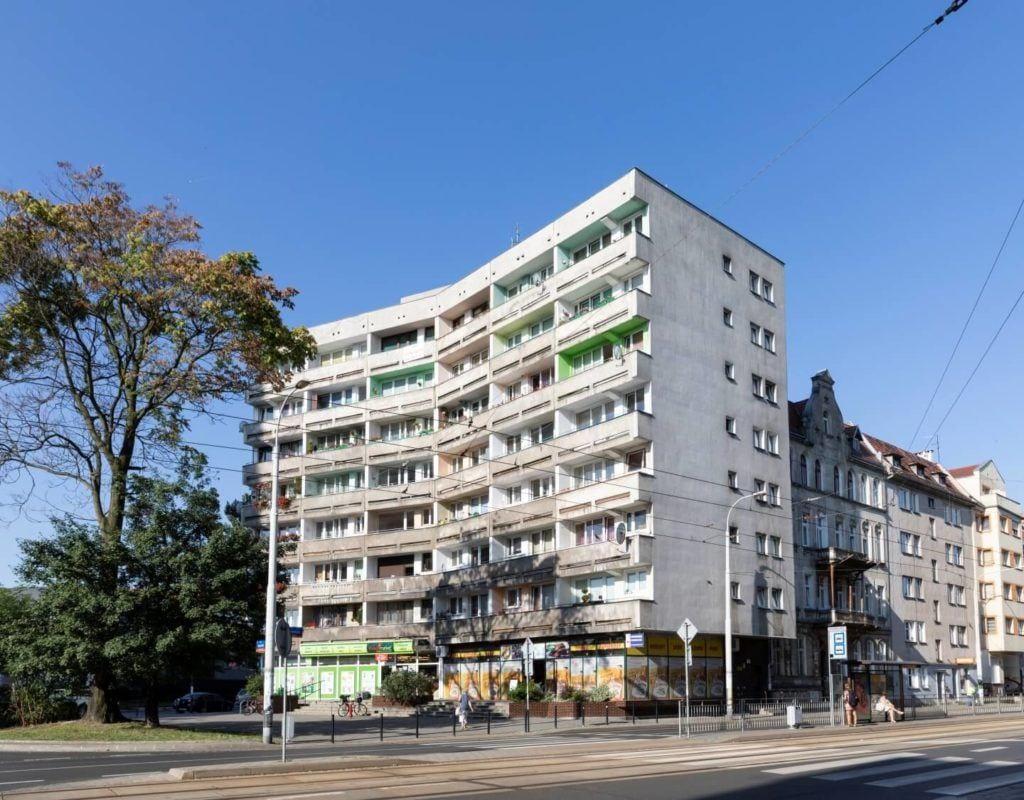 Narożnik ulic H. Sienkiewicza i Grunwaldzkiej, Projekt Jadwiga Grabowska-Hawrylak, Fot. Anna Morgowicz