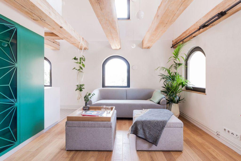 Apartamenty Monka - Apartamenty Toruń - Biuro architektoniczne Znamy się - komplet szarych mebli w salonie