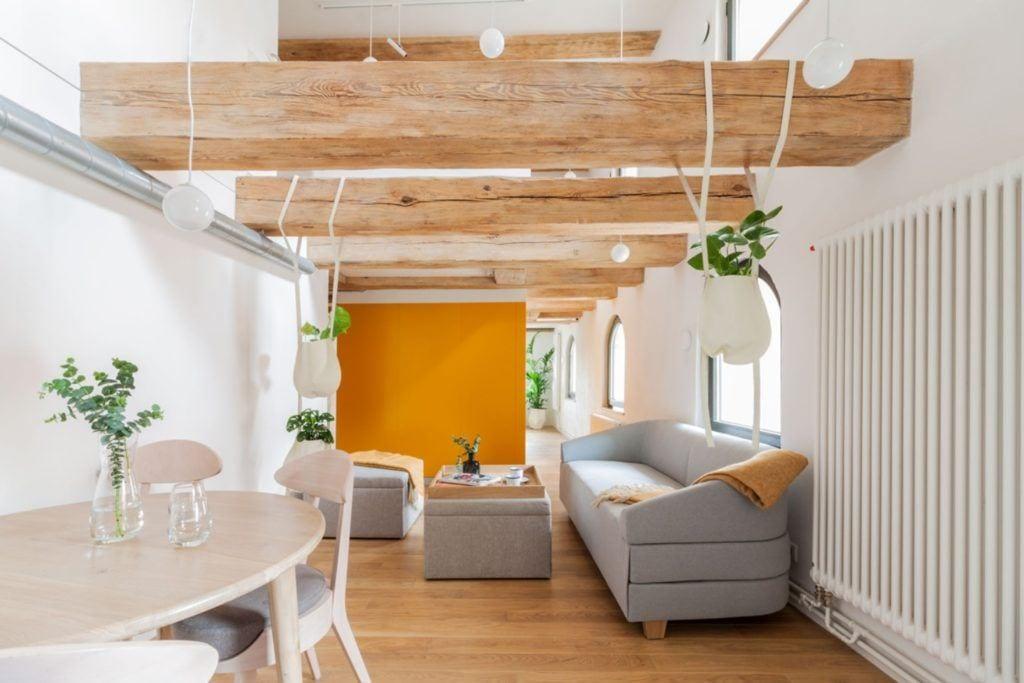 Apartamenty Monka - Apartamenty Toruń - Biuro architektoniczne Znamy się - szare meble w salonie
