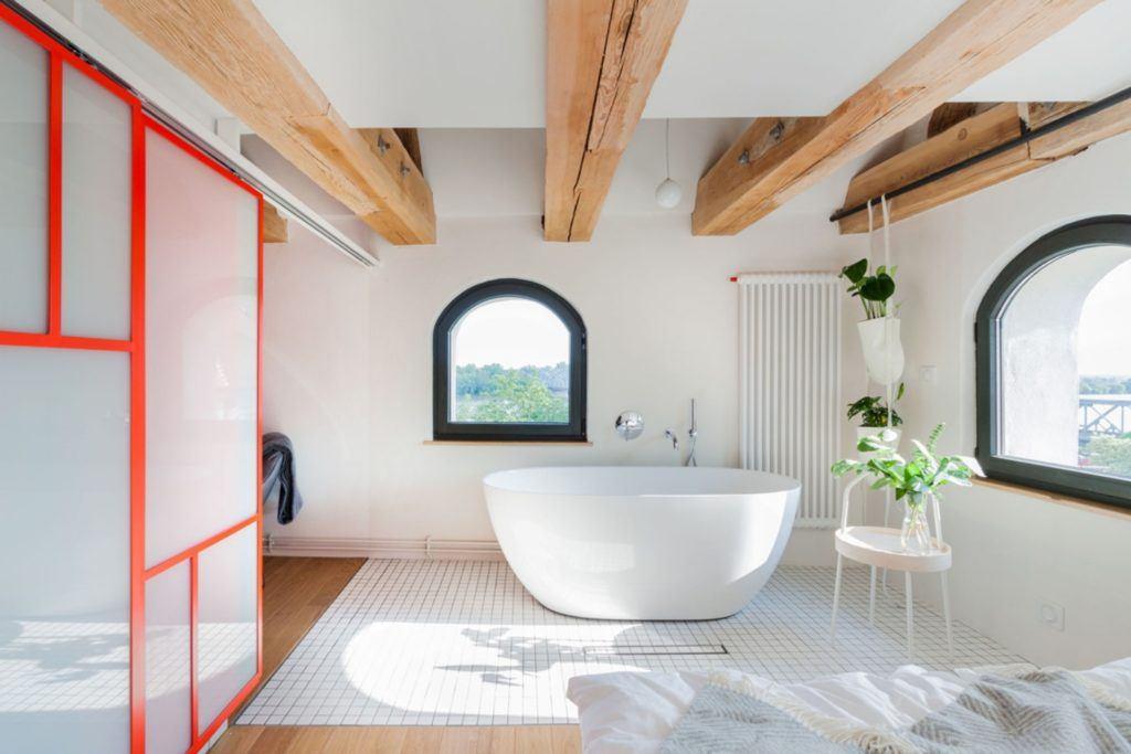 Apartamenty Monka - Apartamenty Toruń - Biuro architektoniczne Znamy się - Łazienka z wanną wolnostojącą