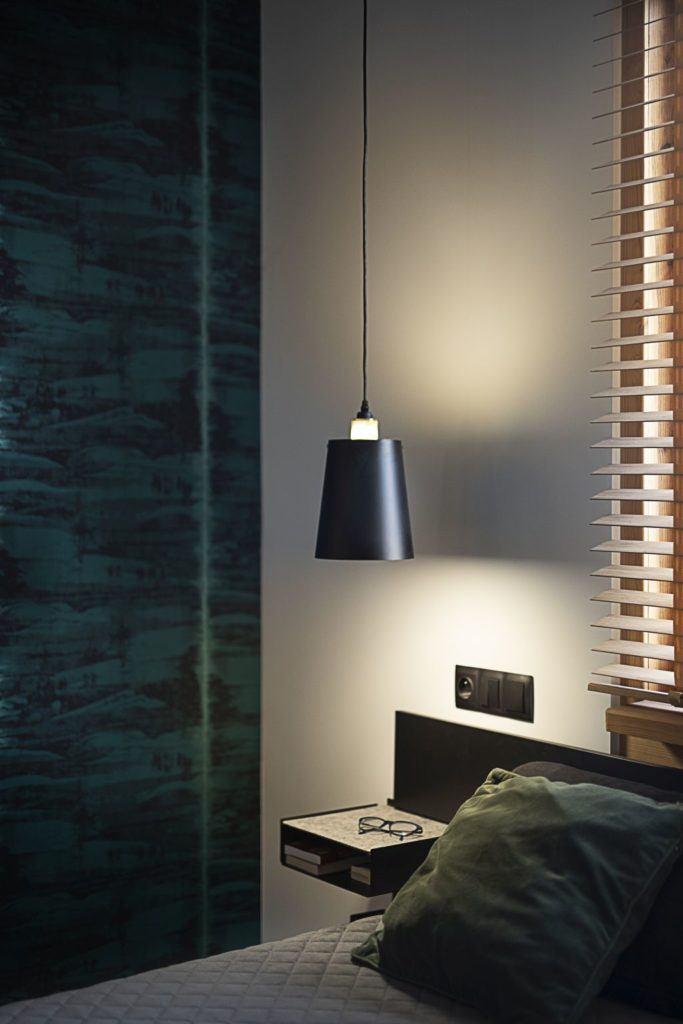 Oświetlenie w sypialni w domu projektu pracowni Kaza Interior Design