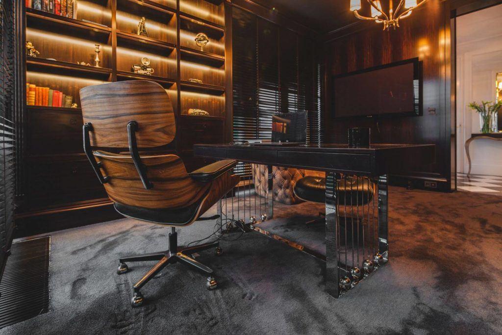 Luksusowa rezydencja na Wilanowie - pracownia Taff Architekci - foto Ignacy Matuszewski - krzesło w gabinecie