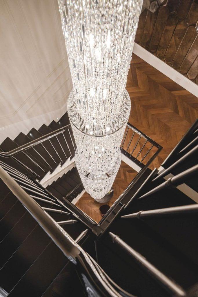 Luksusowa rezydencja na Wilanowie - pracownia Taff Architekci - foto Ignacy Matuszewski - żyrandol