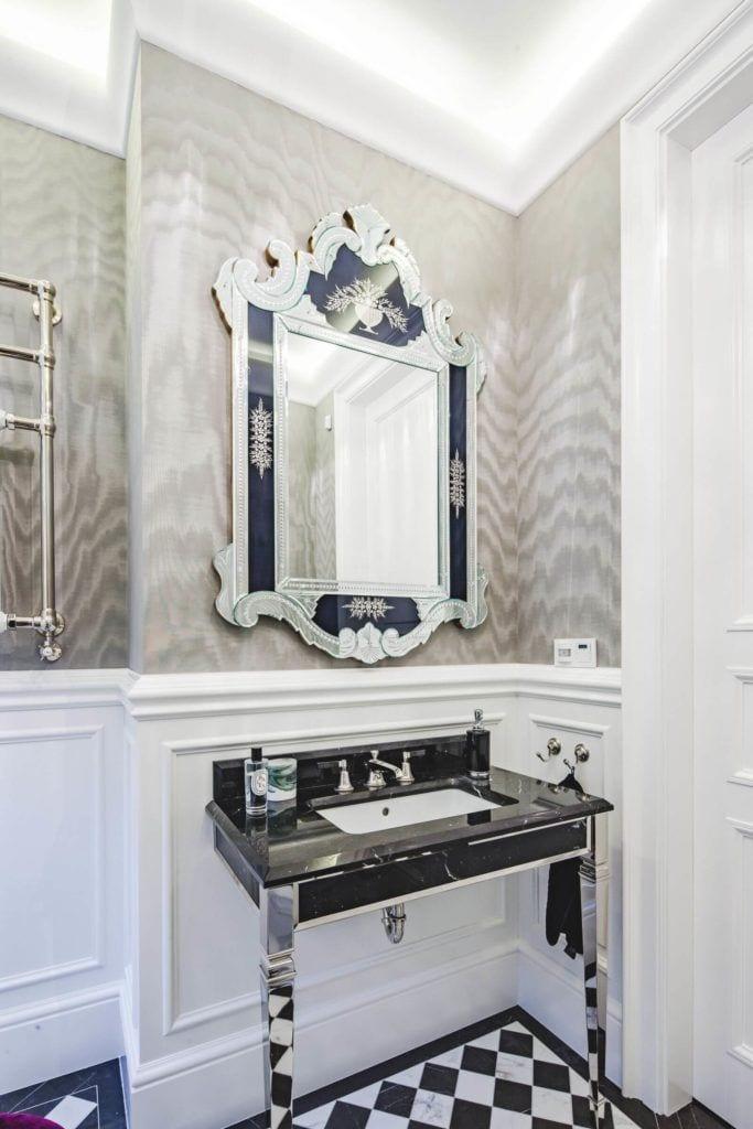 Luksusowa rezydencja na Wilanowie - pracownia Taff Architekci - foto Ignacy Matuszewski - lustro w łazience