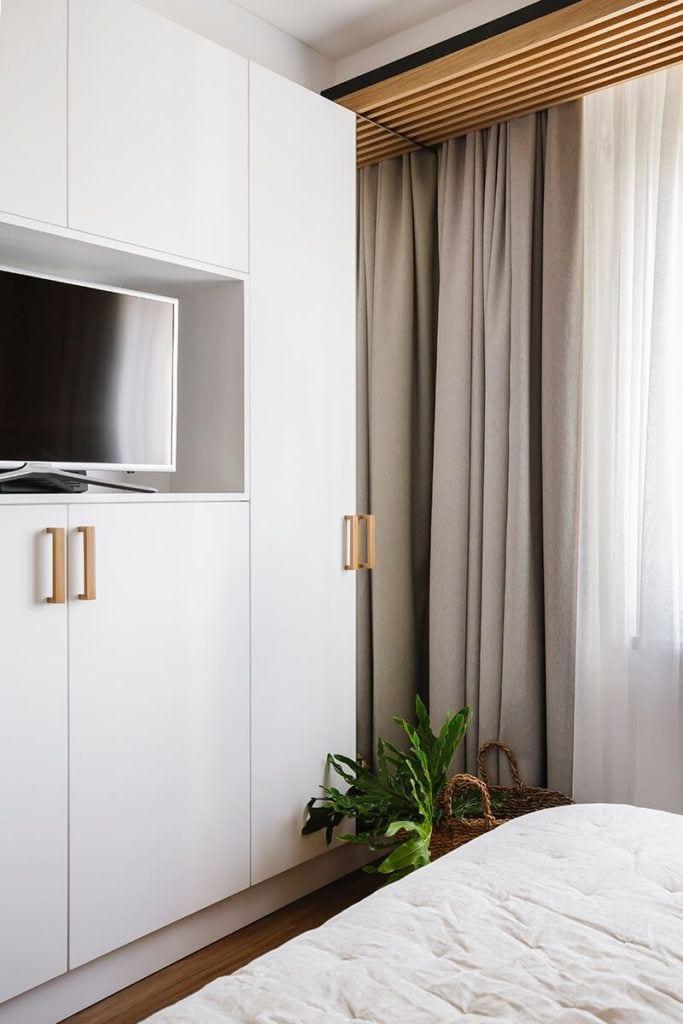 Mieszkanie na Helu projektu Kowalczyk-Gajda Studio Projektowe i meble z białymi frontami