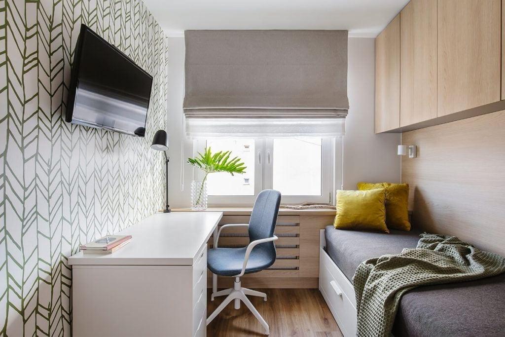 Pokój młodzieżowy w mieszkaniu na Helu projektu Kowalczyk-Gajda Studio Projektowe