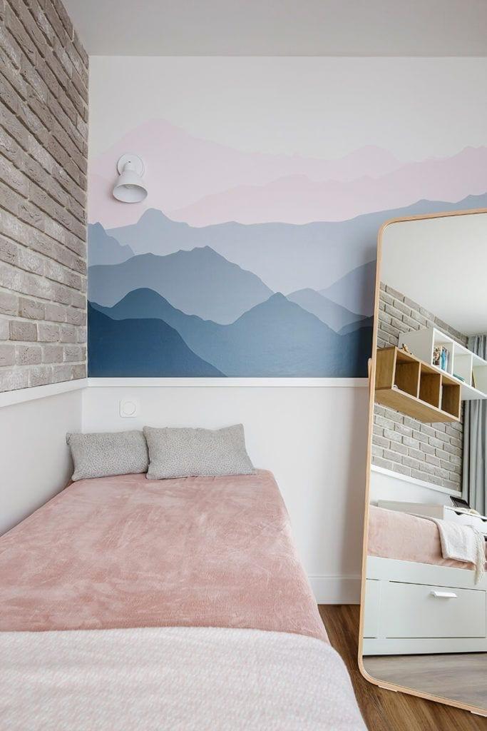 Tapeta w pokoju dziecięcym w mieszkaniu na Helu projektu Kowalczyk-Gajda Studio Projektowe
