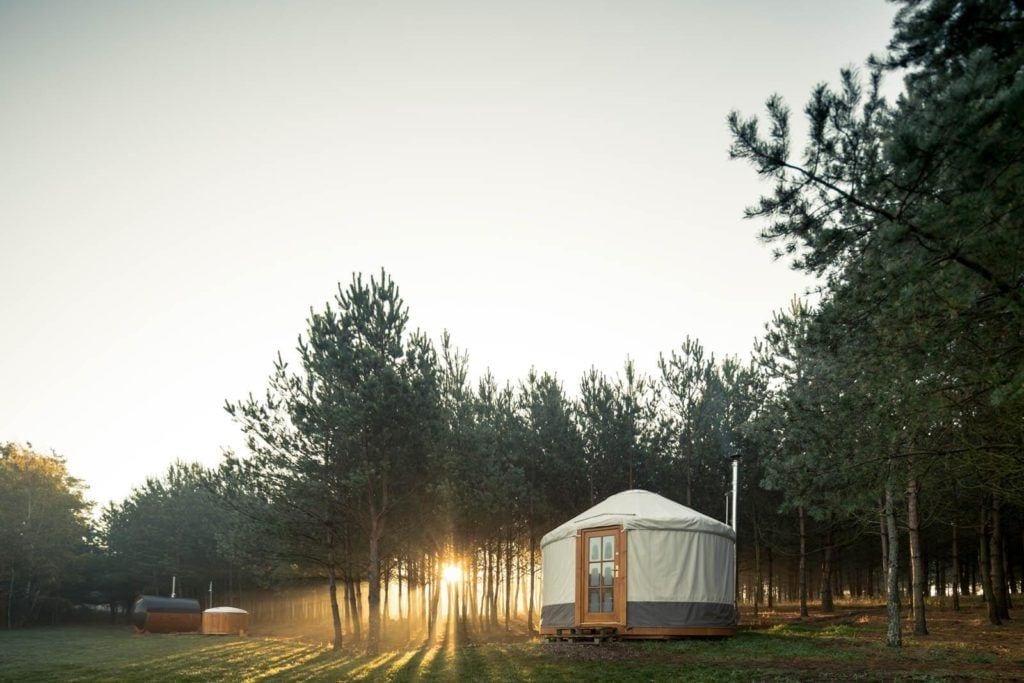 Nietypowe i wyjątkowe pomysły na nocleg - 4rest Camp - Slowhop