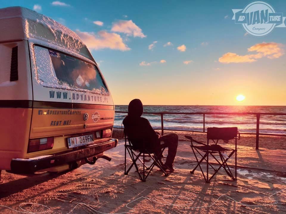 Nietypowe i wyjątkowe pomysły na nocleg - adVANture Campers - Slowhop
