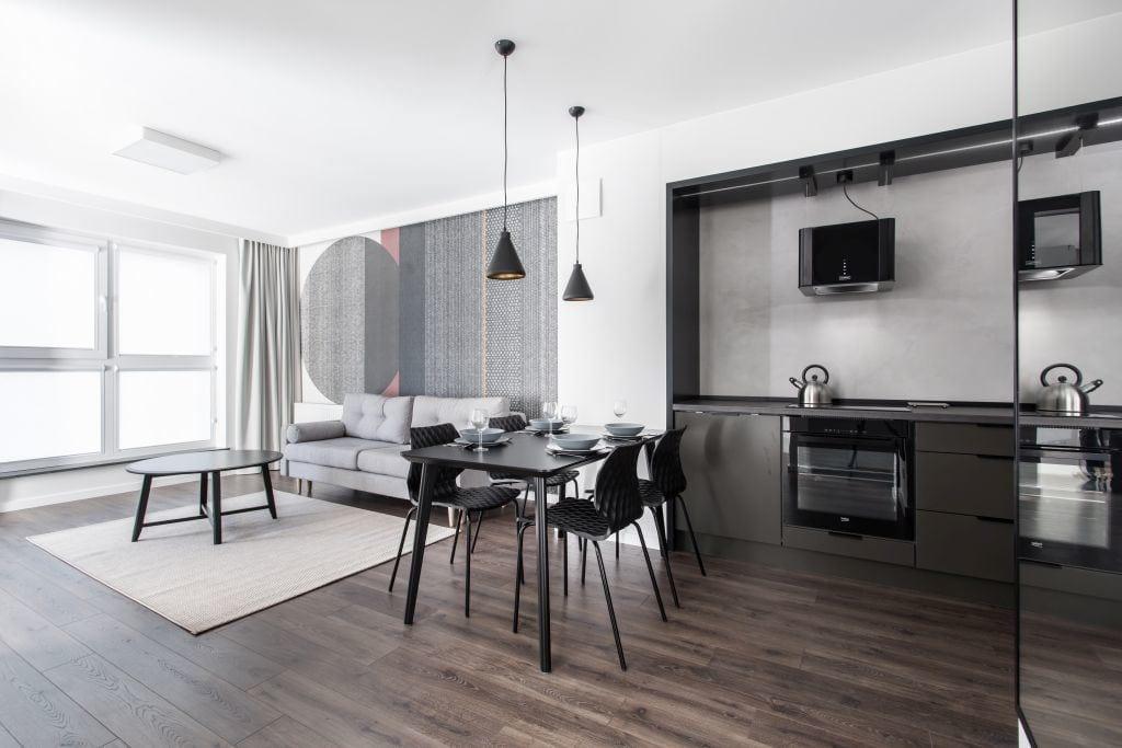 Pracownia Studio Poziom & salon Dekorian Home - minimalistyczny apartament w Gdańsku - foto Tomasz Nowicki Studio