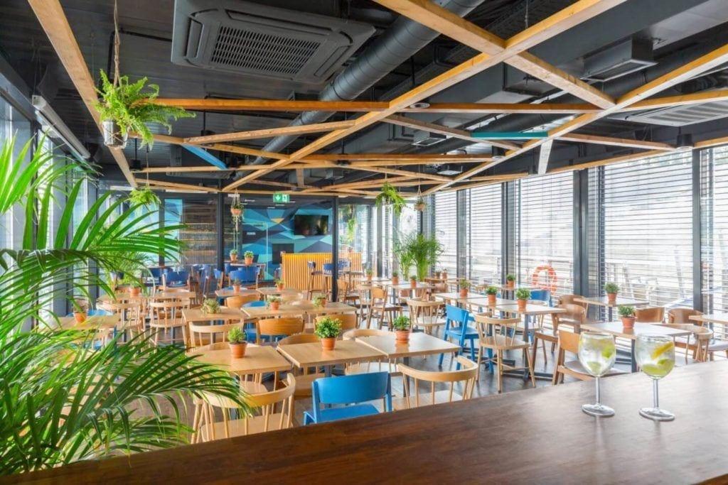 Przystań Nowa Fala - restauracja w Warszawie - Bulwary Wiślane - projekt Five Cell Architects