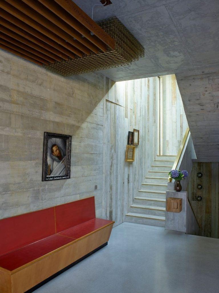 Obraz na ścianie w domu projektu Toma Dixona