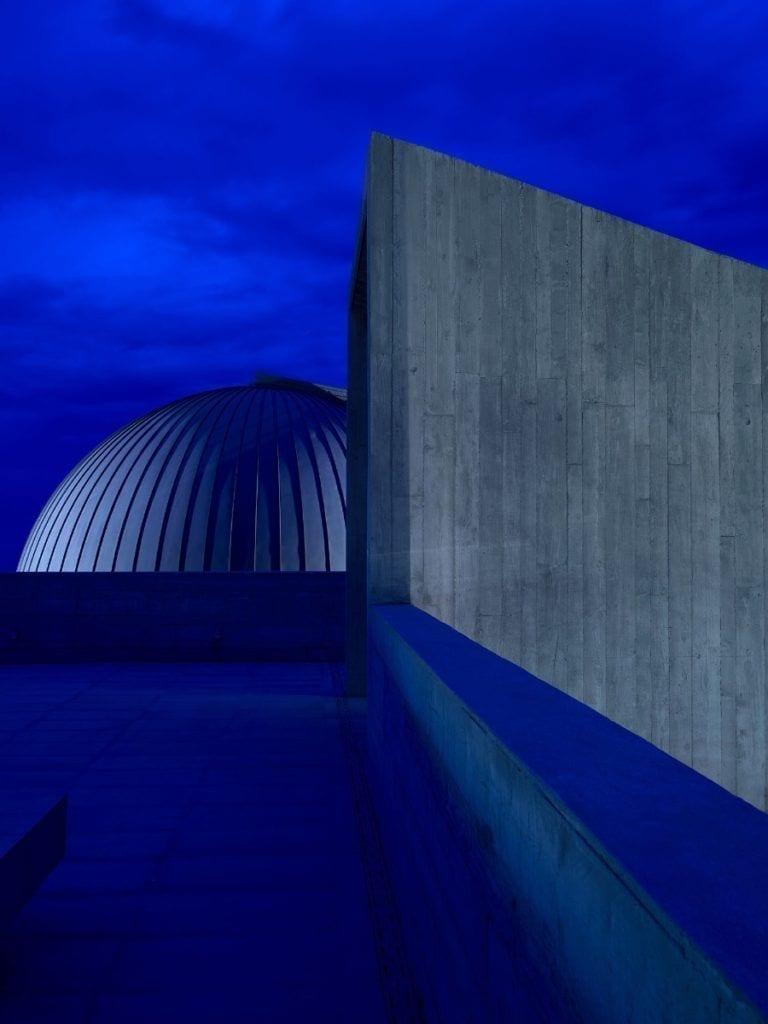 Tom Dixon i jego projekt domu Cactus Dorée w nocy