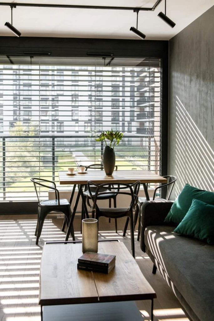 50-metrowe mieszkanie na warszawskim Żoliborzu projektu Deer Design - salon