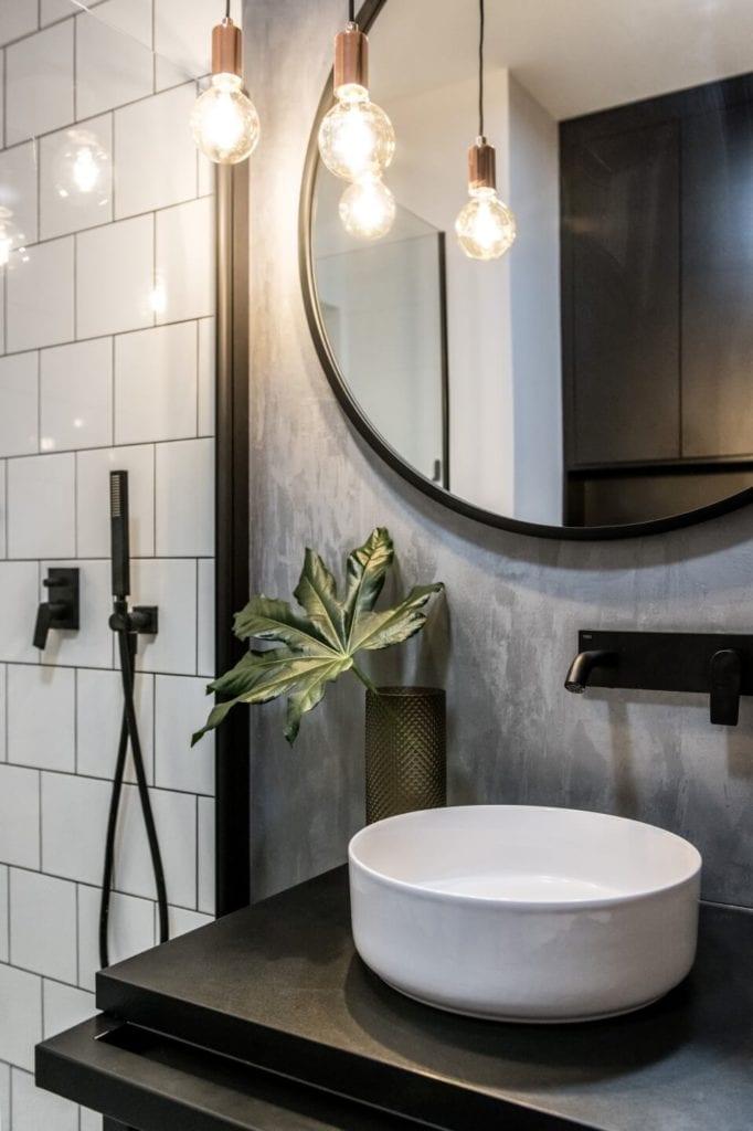 50-metrowe mieszkanie na warszawskim Żoliborzu projektu Deer Design - umywalka w łazience