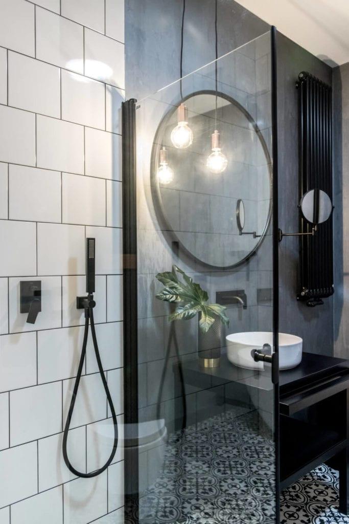 50-metrowe mieszkanie na warszawskim Żoliborzu projektu Deer Design - kabina prysznicowa w łazience