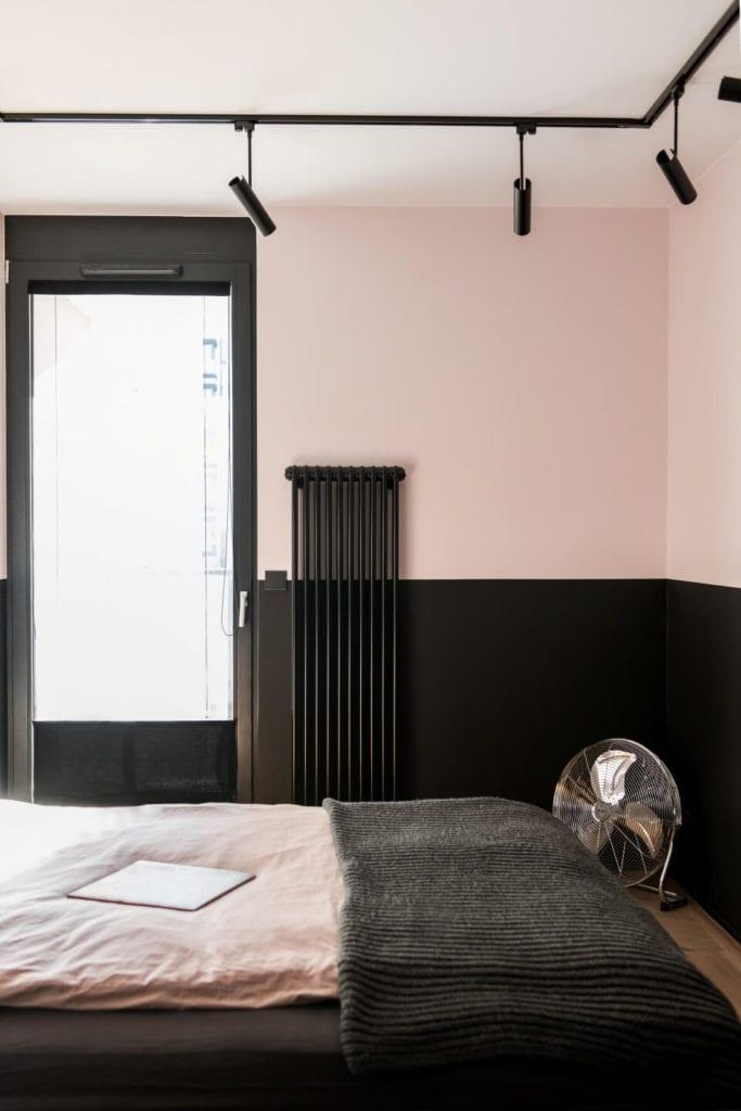 50-metrowe mieszkanie na warszawskim Żoliborzu projektu Deer Design - grzejnik w sypialni