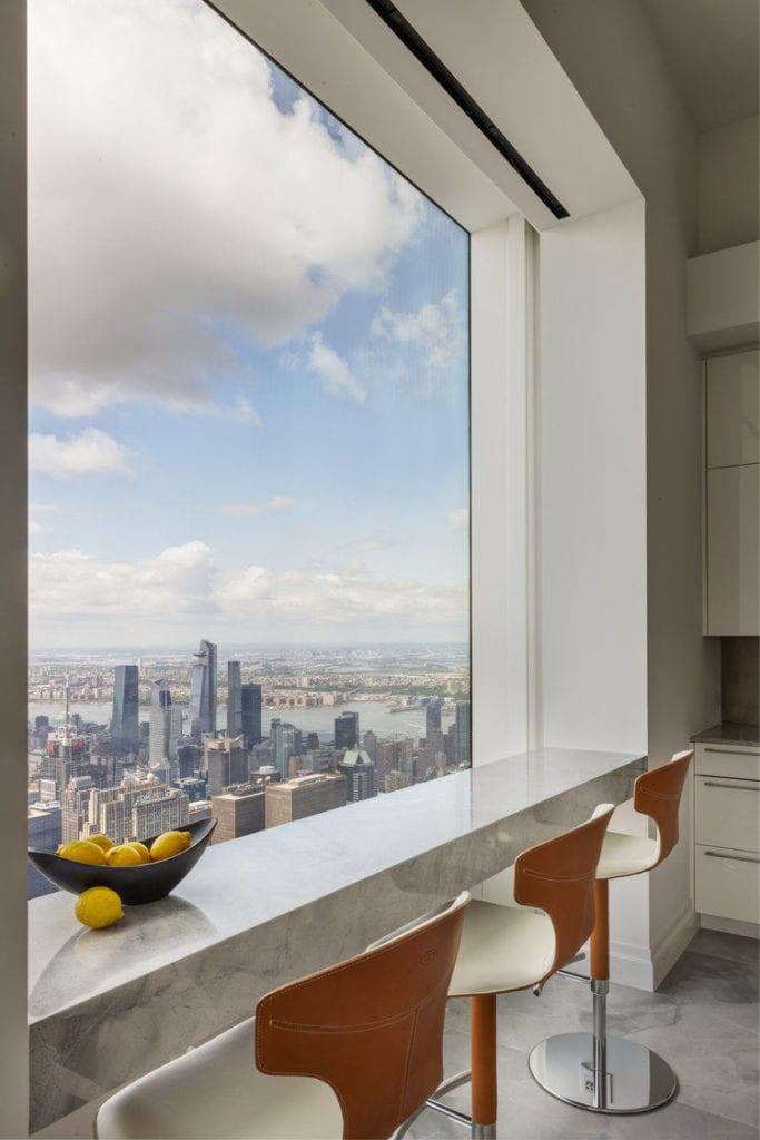 Apartament przy 432 Park Avenue w Nowym Yorku projekt John Beckmann - Axis Mundi - widok z okna na Manhattan