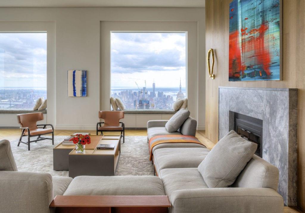 Apartament przy 432 Park Avenue w Nowym Yorku projekt John Beckmann - Axis Mundi - kanapa w salonie