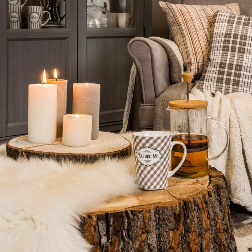 Jak ocieplić wnętrze w zimne dni? Propozycje dodatków i tekstyliów idealnych na jesień