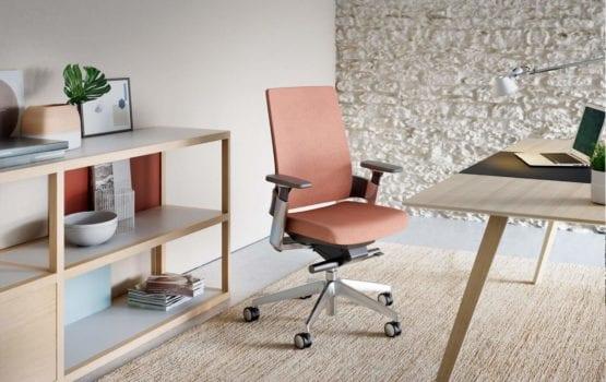 Odpowiednie krzesło – zadbaj o kręgosłup w biurze