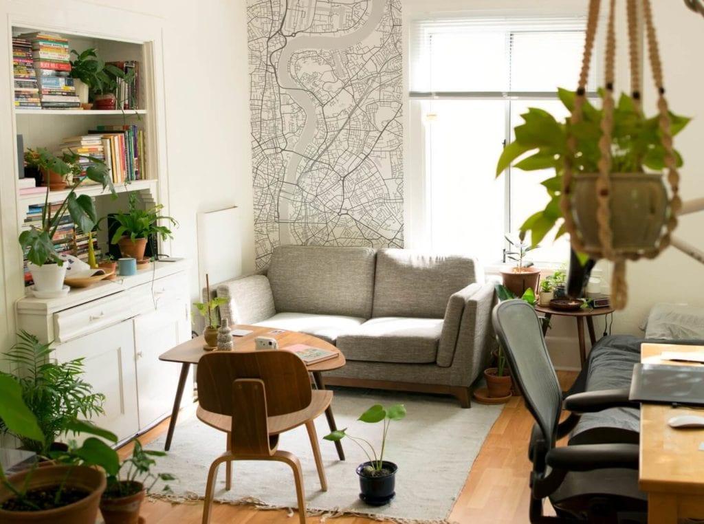 Plakaty Himaps - dekoracje ścienne pełne wspomnień - tapeta mapa na ścianie w salonie