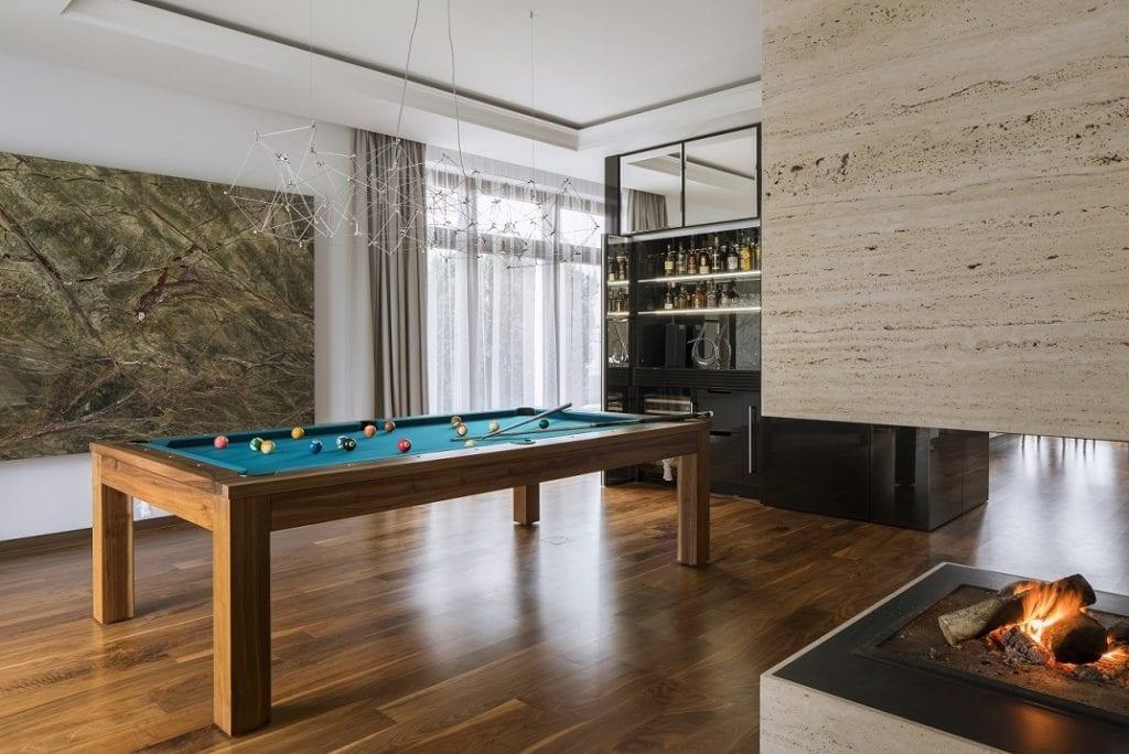 Pracownia Inter-Arch Architekci i luksusowa rezydencja w Wilanowie - stół bilardowy w pokoju