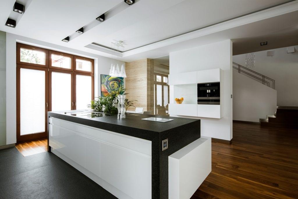 Pracownia Inter-Arch Architekci i luksusowa rezydencja w Wilanowie - wyspa kuchenna