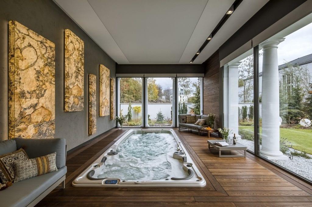 Pracownia Inter-Arch Architekci i luksusowa rezydencja w Wilanowie - jacuzzi w prywatnej rezydencji