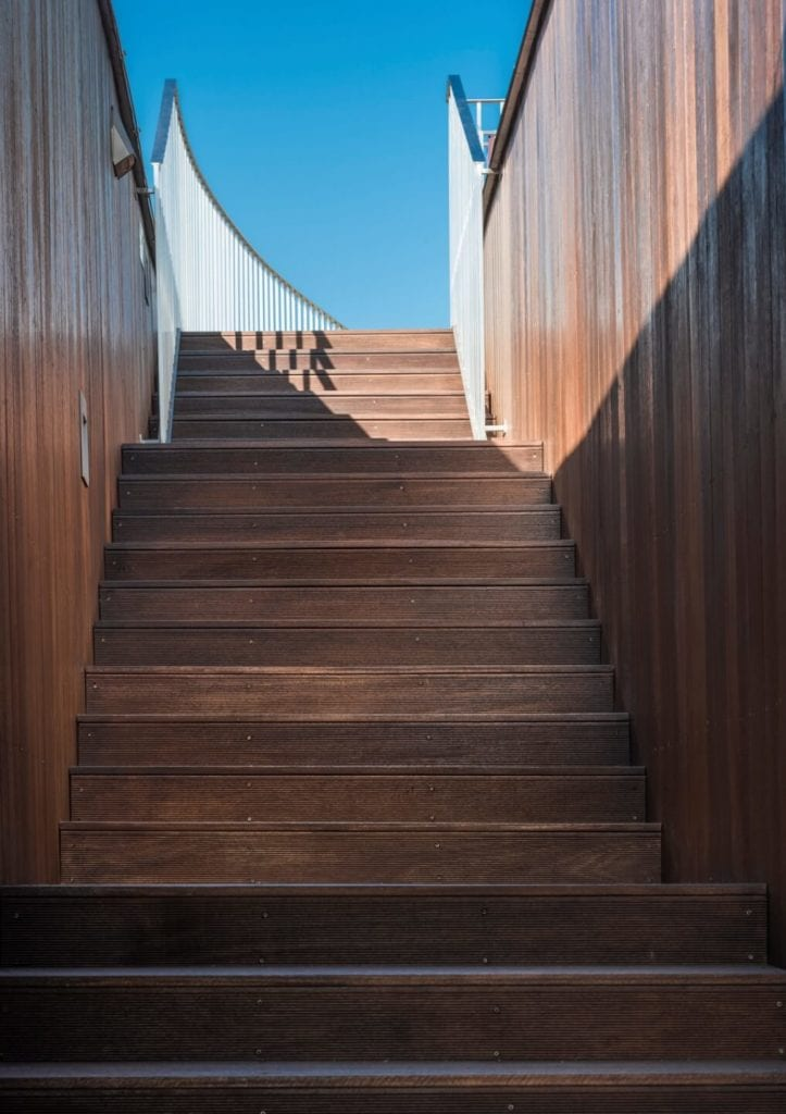 Przedszkole w Żorach projektu pracowni Toprojekt - schody na taras