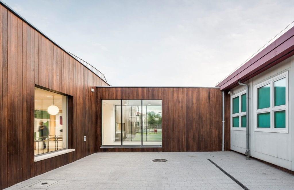 Przedszkole w Żorach projektu pracowni Toprojekt - patio w przedszkolu