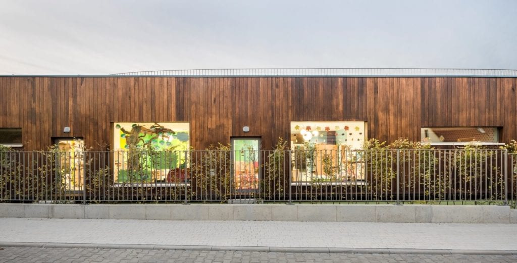 Przedszkole w Żorach projektu pracowni Toprojekt - widok na front przedszkola