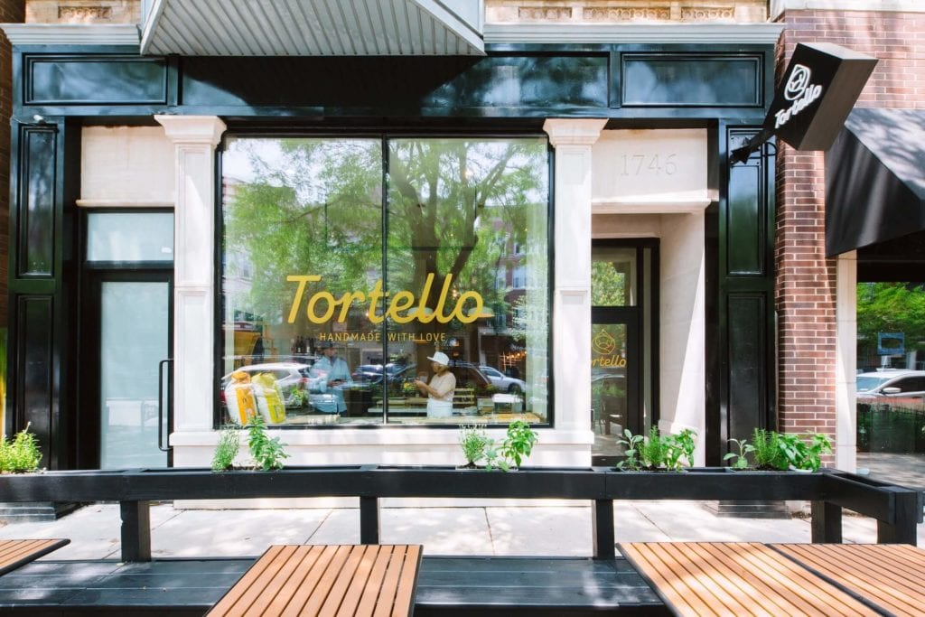 Tortello - sklep w Chicago projektu Siren Betty Design - front restauracji Tortello w Chicago