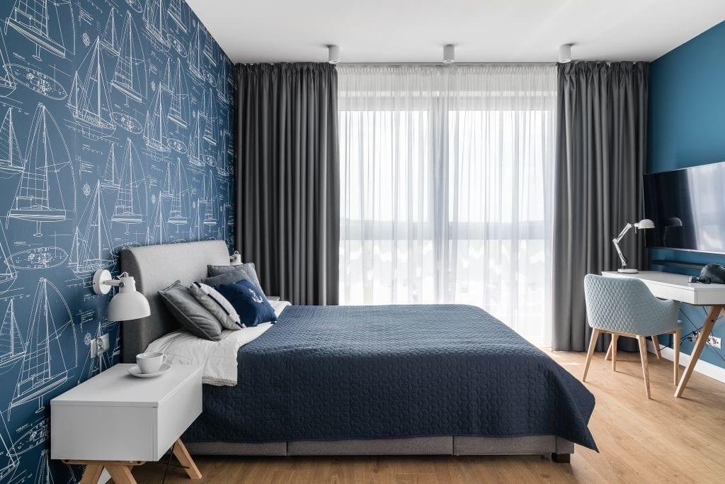 Wakacyjny dom w Giżycku projektu Studio Projekt x Dekorian Home - zdjęcia Fotomohito - duże łóżko w sypialni