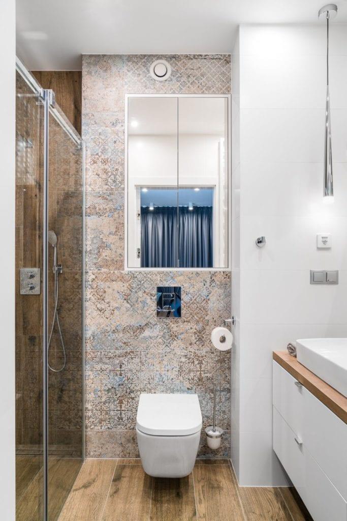 Wakacyjny dom w Giżycku projektu Studio Projekt x Dekorian Home - zdjęcia Fotomohito - łazienka w beżach