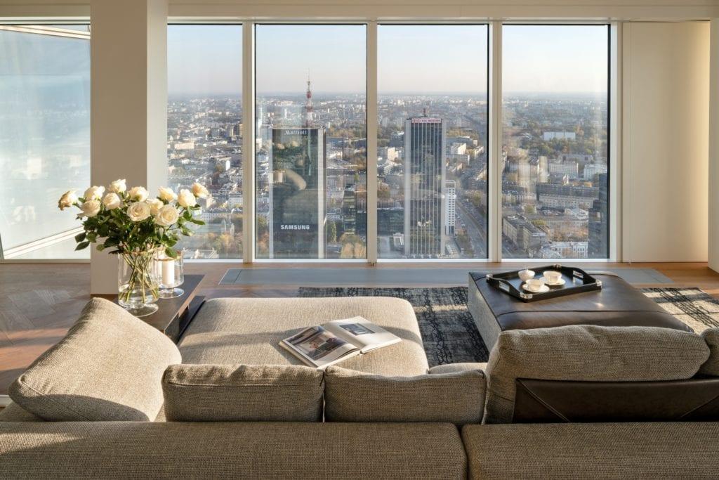 Warszawa, Złota 44 i apartament Reflection - pracownia Anna Koszela-Krawczyk - widok na panoramę Warszawy