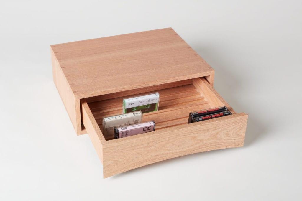 Wystarczą dwie deski czerwonego dębu - projekt AHEC i Rycotewood Furniture - Andrew Mills