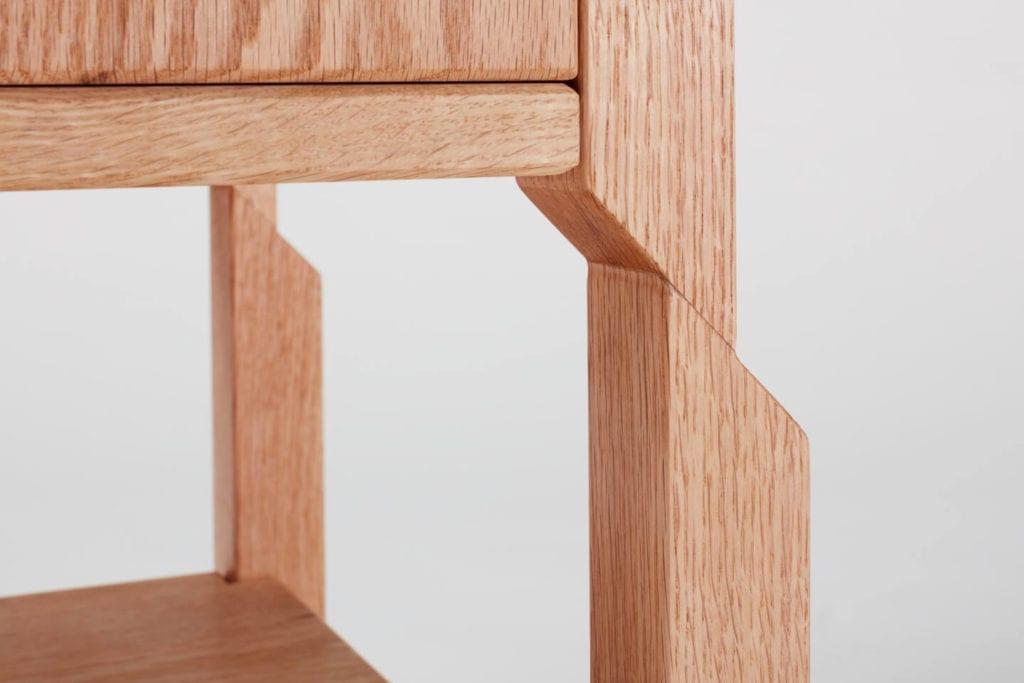 Wystarczą dwie deski czerwonego dębu - projekt AHEC i Rycotewood Furniture - Carina Day
